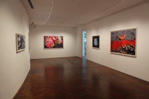 Tác phẩm của nghệ sĩ Eiichiro Sakata được trưng bày trong nhiều phòng từ đầu đến cuối bảo tàng.