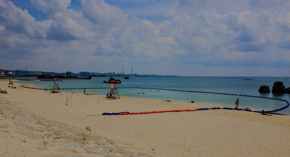 Mọi người khuyên nên bơi chỗ có lưới quây để tránh gặp phải sứa biển