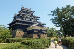 Donjon du château de Matsue, un des mieux conservés du pays, classé Trésor National.