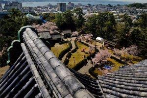 Vue sur le lac Shinji depuis le dernier étage du donjon.