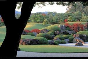 """Le jardin du Musée d'Art Adachi est pensé comme un """"tableau vivant""""."""