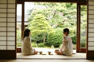 Thé vert matcha et pâtisseries wagashi sont omniprésents à Matsue.