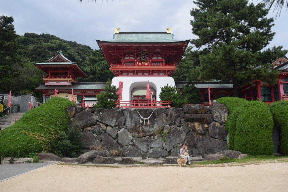 다채로운 아카마 사원