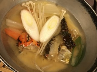 Kepiting dan hidangan laut lainnya sangat ditonjolkan