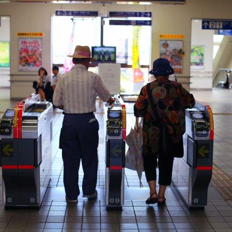 JR Akama Station