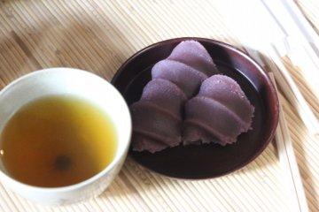 Akafuku with Japanese tea