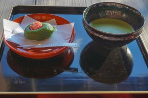 Matcha and hand-made wagashi at Syu Un, the café of the temple