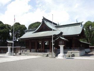 ศาลเจ้ายัตซึตชิโระได้ถูกคร้างขื้นภายในบริเวณซากปราสาท