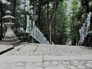 The Kumano Hongu Taisha shrine is located on top of a hill