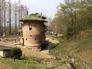 The iconic mushroom house, the most popular attraction at the Tove Jansson Akebono Children's Forest Park.