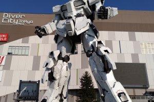 Estátua Gundam Gigante