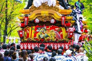 Danjiri parade (note this is from a similar but different Hyogo parade at Takarazuka)