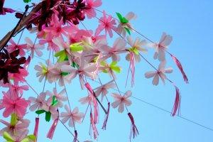 Весеннее уличное украшение