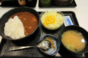 A curry rice lunch set