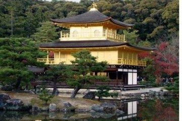 夕阳下安静的金阁寺