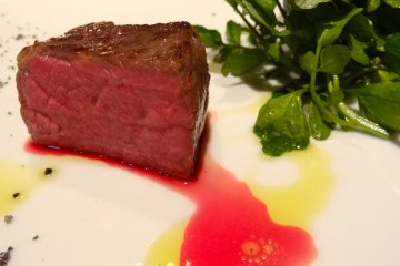 <p>Roasted Beef with Herb mustard (and cherry vinagrette), +1,000yen</p>