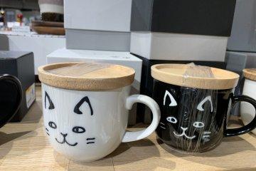 Kitty mugs with lids