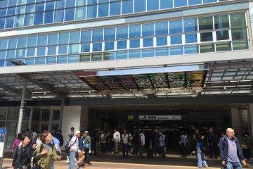 节假日热闹的JR热海车站