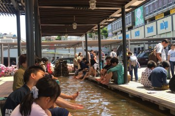热海车站前的家康足汤,从车站出来就可以感受热海温泉的魅力