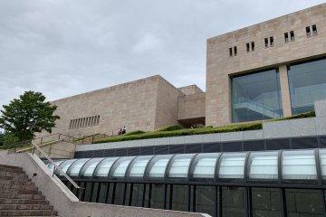 从热海车站有直达的公交车可以到达的MOA美术馆