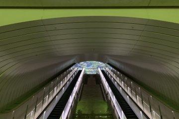 MOA美术馆本身就如同艺术品一般,推荐观赏
