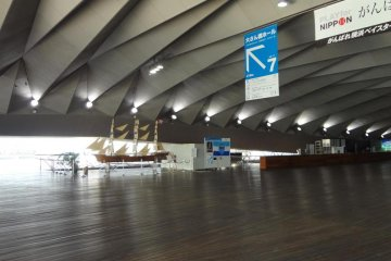 Inside the pier is an immigration lobby. There is also a restaurant and café, several souvenir shops and an exhibition hall. You might or might not notice that this big space has no pillars, no beams and no steps. The wide-open space is really wide open!