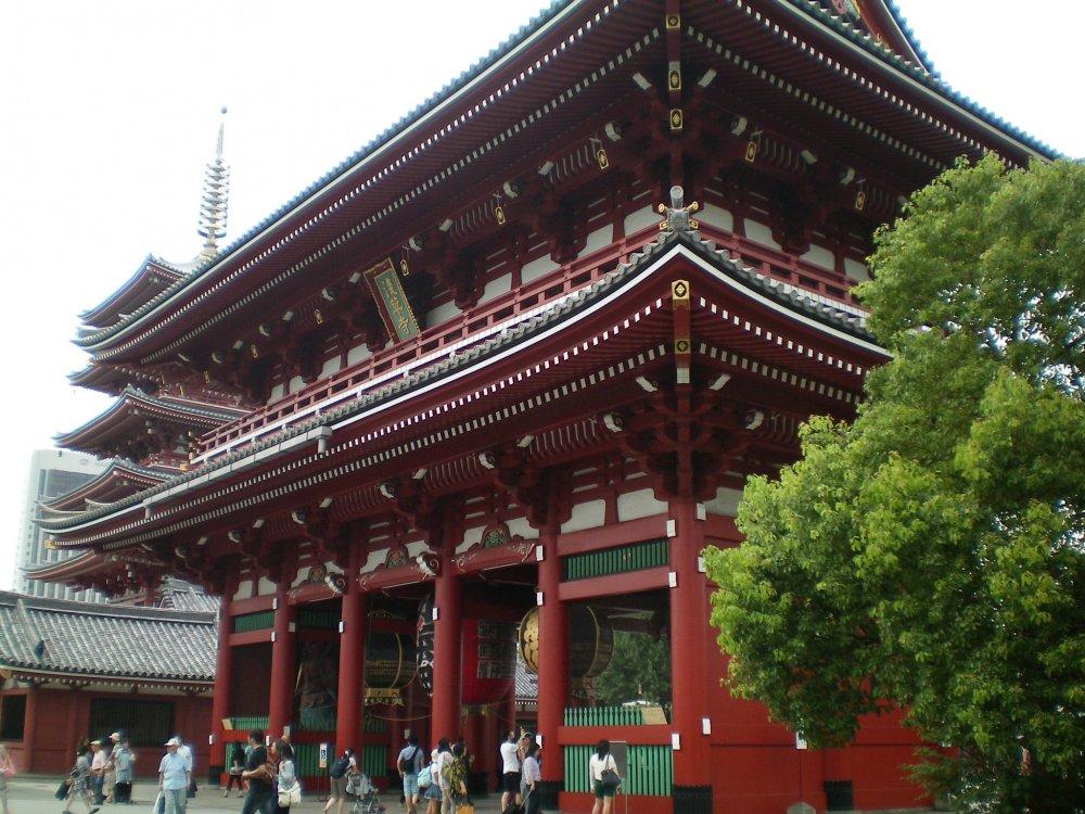 Sensoji Temple front gate side view