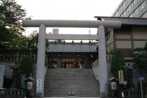 The torii gate to Shiba Daijingu Shrine