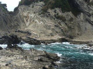 盗人狩这个地方的海水分外的蓝