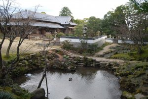 Seasonal view of Chofu Mori garden