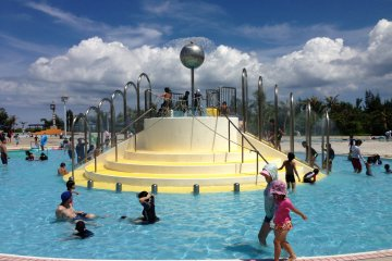 <p>This pool for children is very safe and shallow</p>