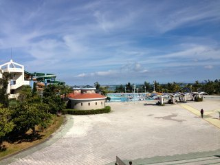 The Okinawa Prefectural Recreation Pool is built right on the edge of the Pacific Ocean in the Okinawa Comprehensive Athletic Park in Okinawa City