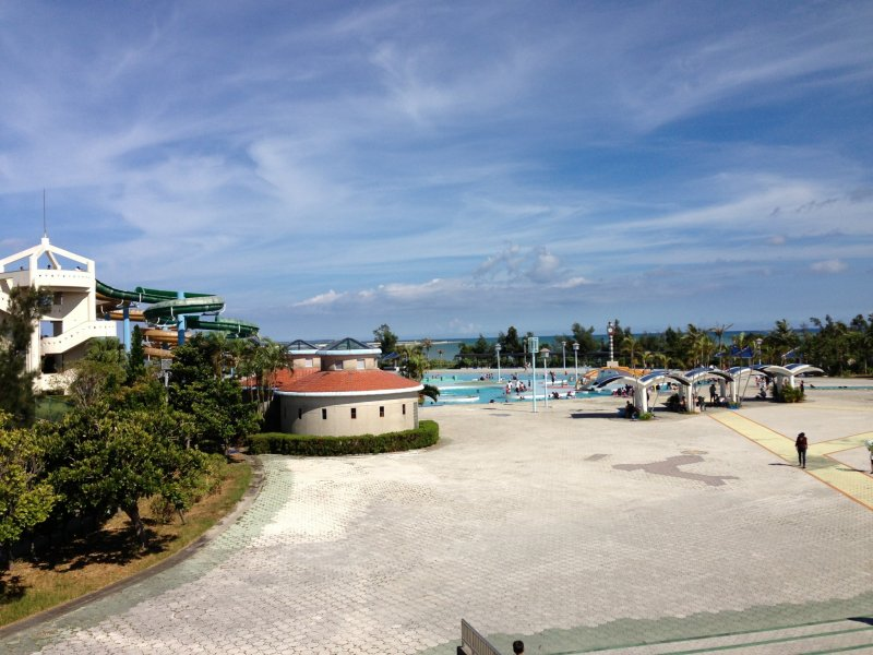 <p>The Okinawa Prefectural Recreation Pool is built right on the edge of the Pacific Ocean in the Okinawa Comprehensive Athletic Park in Okinawa City</p>