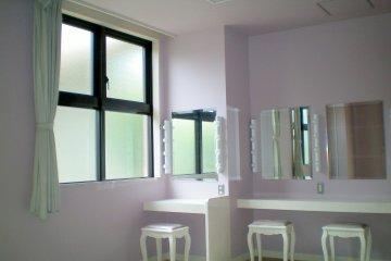 Ladies' powder room