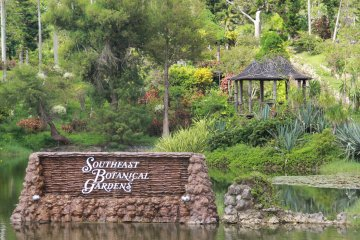 <p>The ponds, gardens, and wooded hills of Southeast Botanical Gardens don&#39;t have the history of the Shikana-en Royal Gardens in Naha, but it&#39;s just as beautiful and much larger</p>