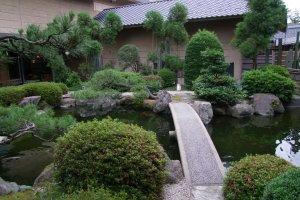 「あわらの宿 八木」 の美しい日本庭園