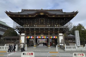 The main gate to Naritasan Shinshoji Temple