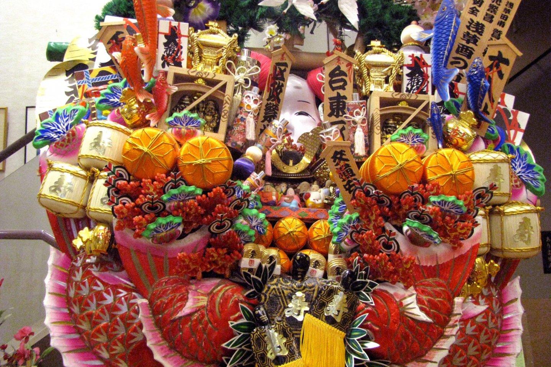 Кадзари-кумадэ состоит из множества символов