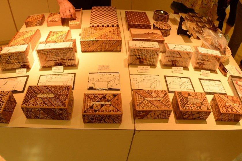 Những chiếc hộp ma thuật đang được trưng bày