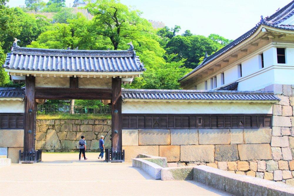 Oteni-no-mon gate