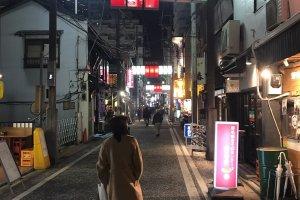 L'atmosphère nocturne du quartier