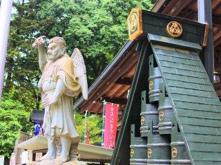 A tengu statue