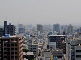 Tòa thành đã từng là một trong những công trình đồ sộ nhất thời Edo, nhưng phần lớn cấu trúc của nó đã bị tàn phá trong những đợt oanh tạc thời thế chiến thứ Hai