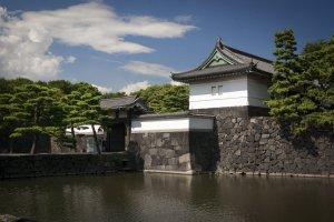 Moat and gate, Edo Castle