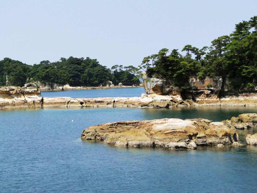 Criques rocheuses dans le parc national de Kujukushima