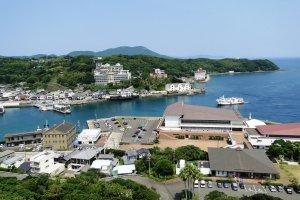 Вид на порт Хирадо из крепости замка