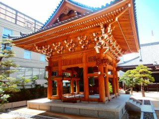 The largest temple bell in Fukuoka City