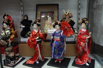 <p>Female dolls feature kimono and traditional Japanese hairstyles, while male dolls sport samurai and ninja costumes.</p>