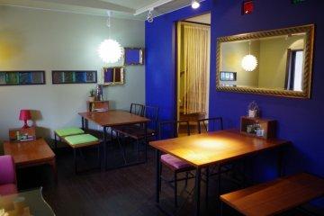 <p>咖啡廳與客廳用開放式設計</p>