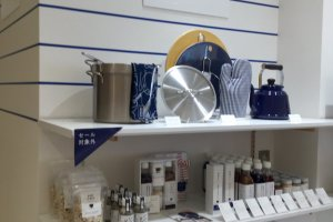Blue and white ware, signature Harumi